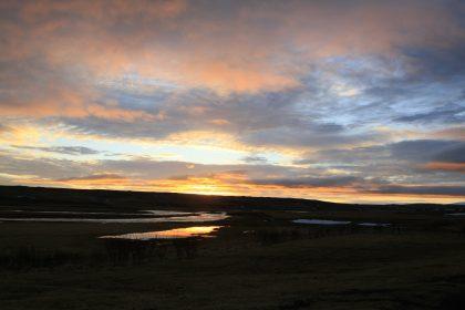 Sonnenuntergang im Flusstal