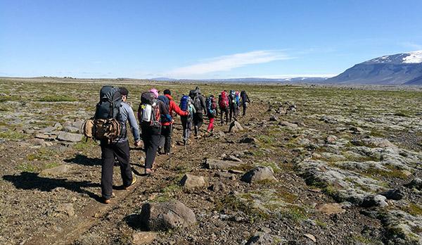 Unsere Trekkinggruppe auf ihrem Weg in der Arnarvatnsheiði